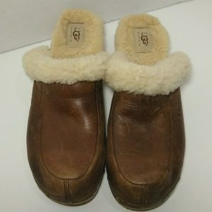UGGS/ Leather Clogs